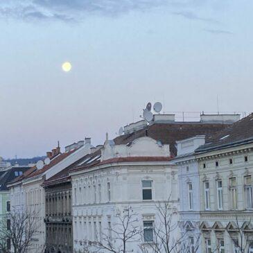 Der Mond schlägt im 4/4 Takt. Die Zeichen des Friseurs.